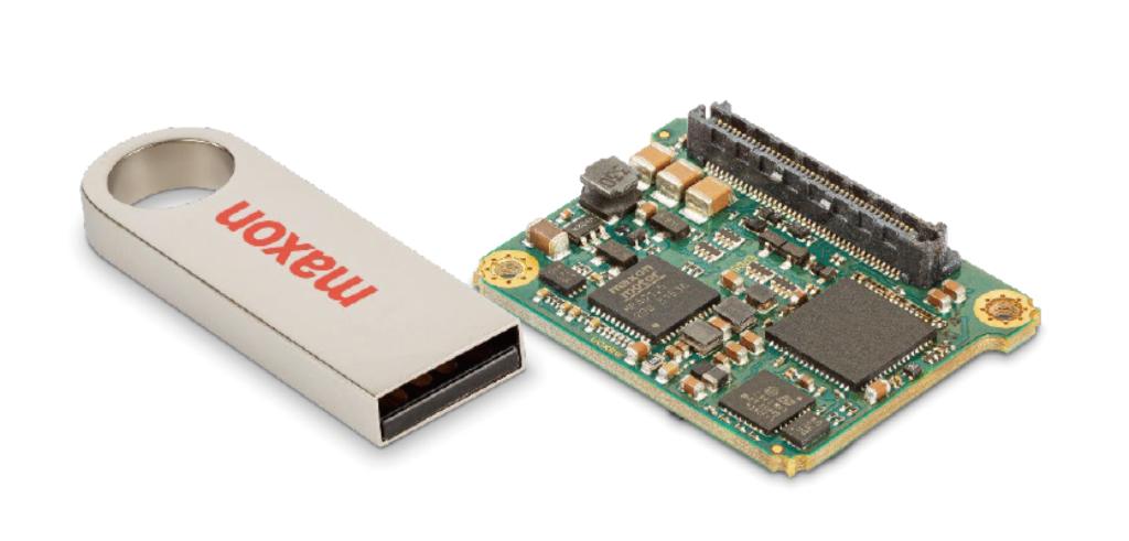 USBスティックと比較したEPOS4 Microのサイズ
